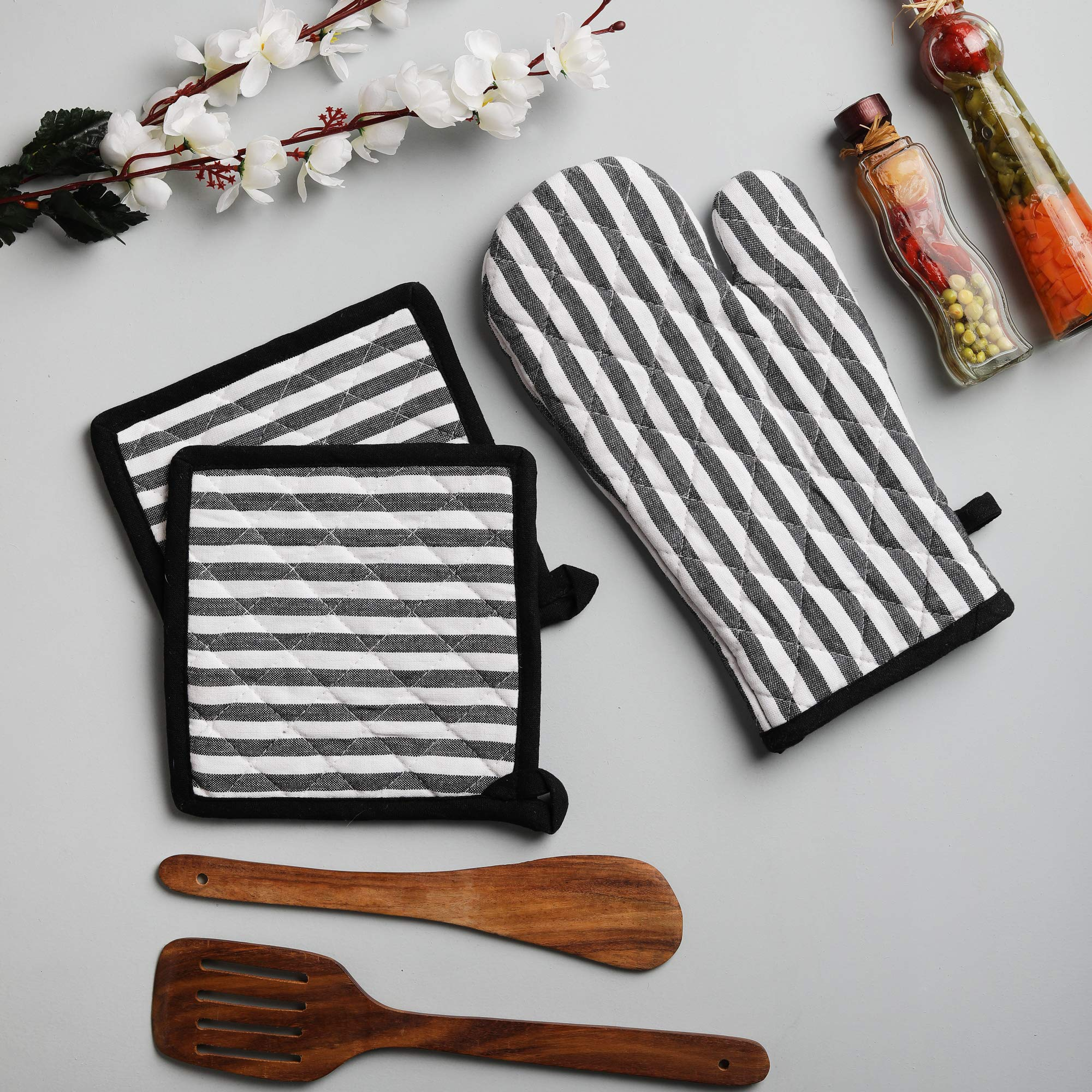 Cotton Oven Mitten and Pot Holders, 3 Piece Set, Black & White Stripe For Everyday Use