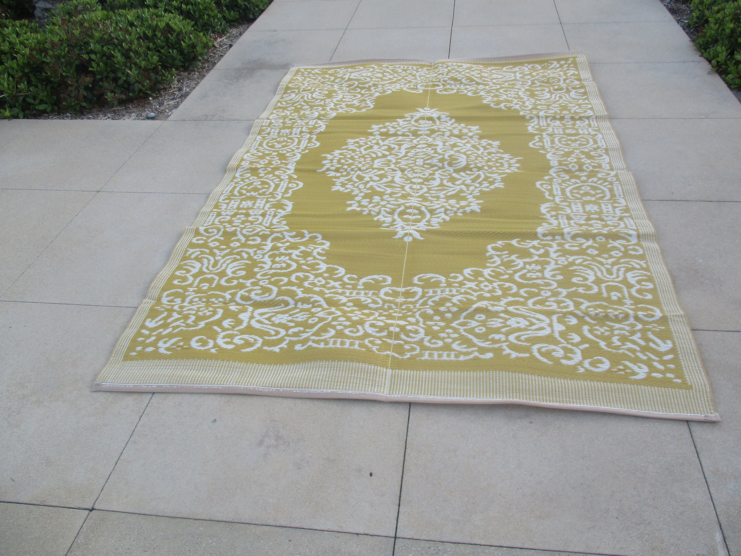 Lightweight Indoor Outdoor Reversible Plastic Area Rug - 5.9 x 8.9 Feet - Medallion Oriental Design - Light Mustard/White