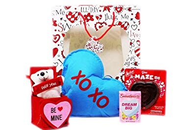 Amazon Com Valentine Gift Set Complete With Gift Bag Pillow