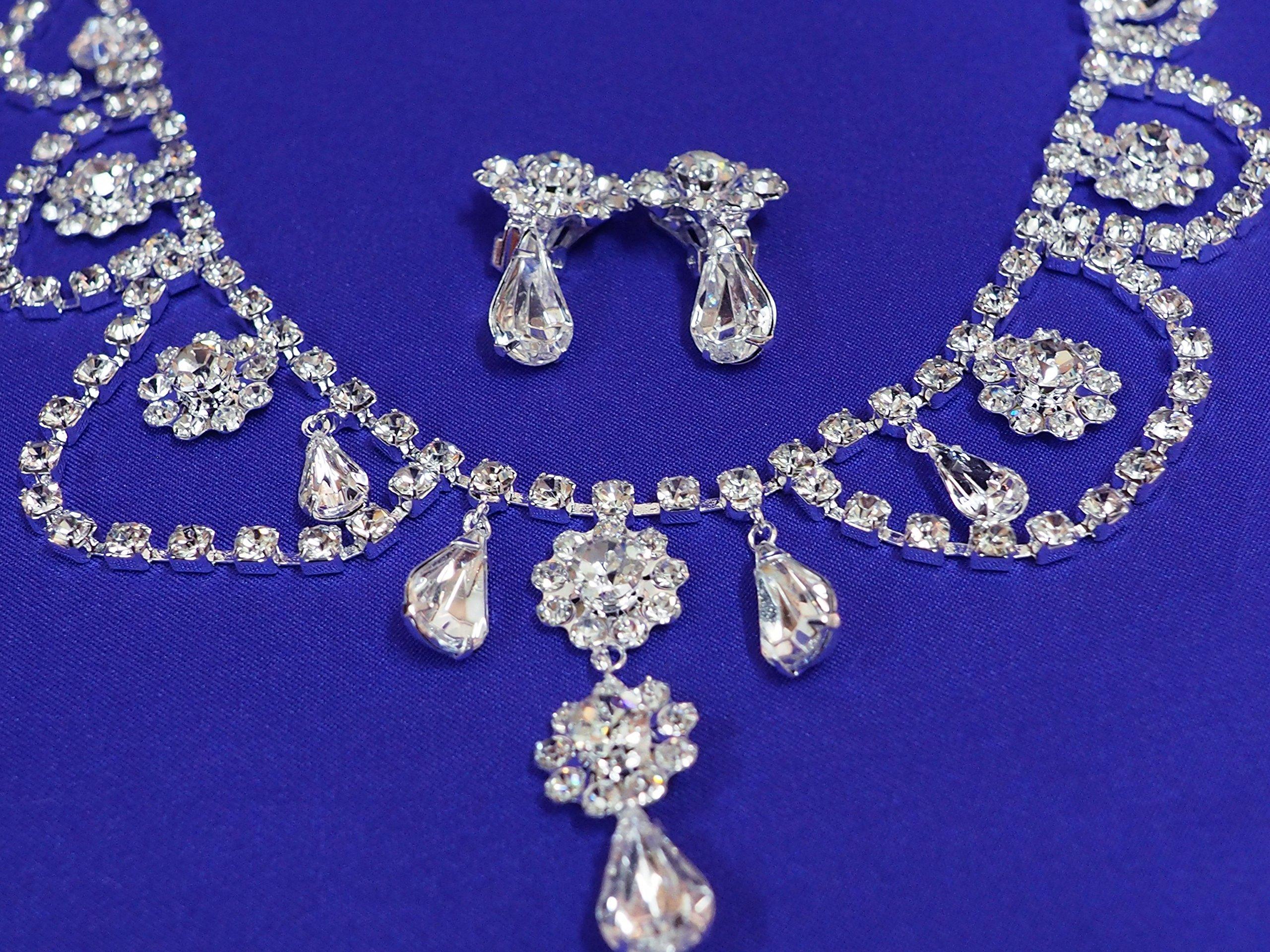 Audrey Hepburn Tiara and earrings Set