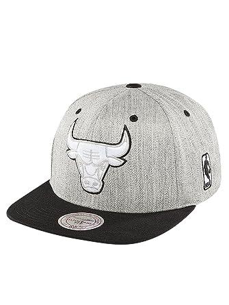 reputable site ad332 d579e Mitchell   Ness Men Caps Snapback Cap NBA 3-Tone Logo Chicago Bulls Grey  Adjustable  Amazon.co.uk  Clothing
