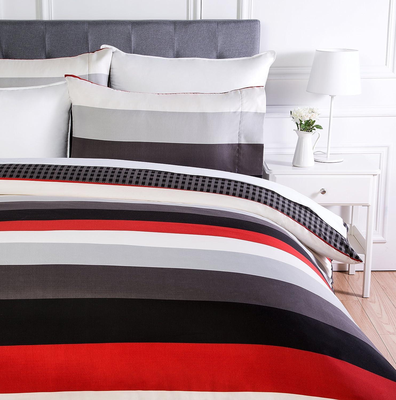 AmazonBasics - Juego de ropa de cama con funda de edredón, de microfibra, 230 x 220 cm, Rojo raya (Red Simple Stripe)