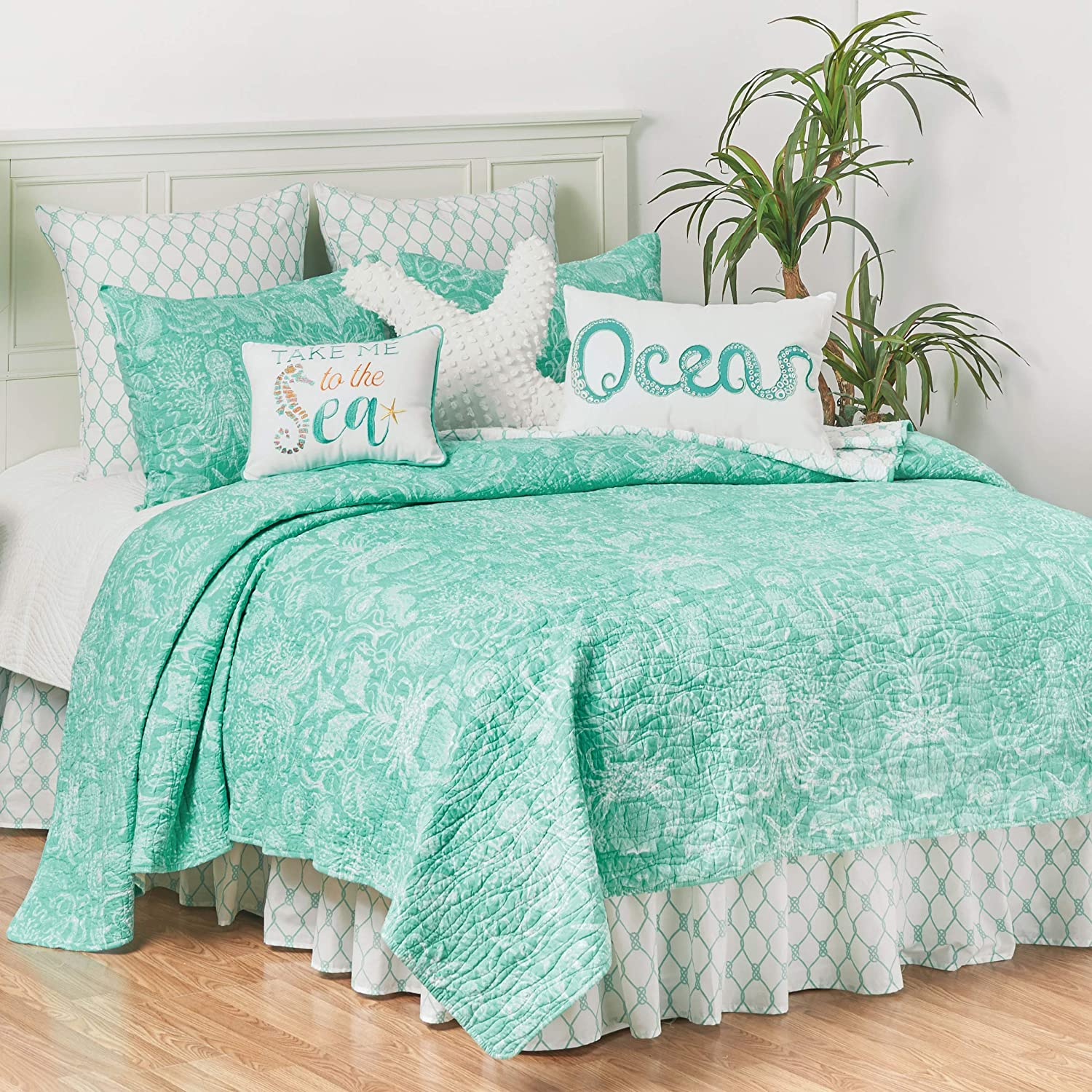 Amazon Com C F Home Blue And White Turquoise Bay Twin Cotton Quilt Set Reversible Bedding Seahorse Turtle Beach Ocean Coastal Twin 2 Piece Set Blue Home Kitchen