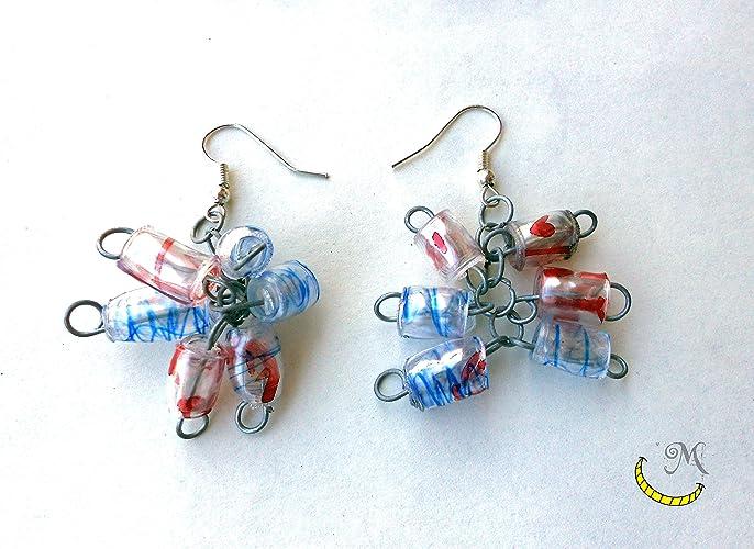 Pendientes de perlas de plastico reciclado.