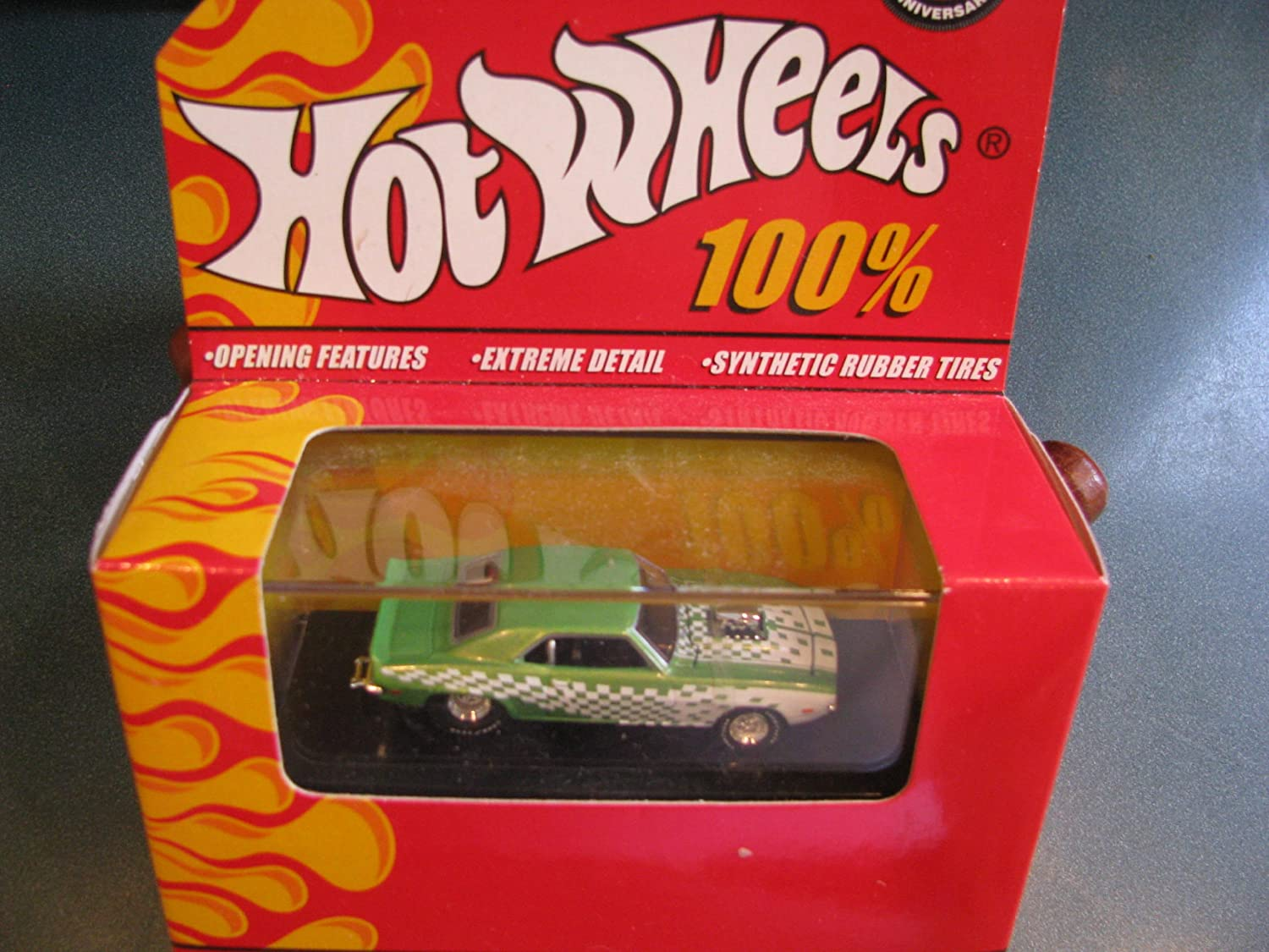 Hot Wheels Hotwheels 40th Anniversary Opening Features Extreme Detail 1969 69 Street Camaro With Hard Acrylic Display Case 1/64 Scale Mattel by Mattel: Amazon.es: Juguetes y juegos