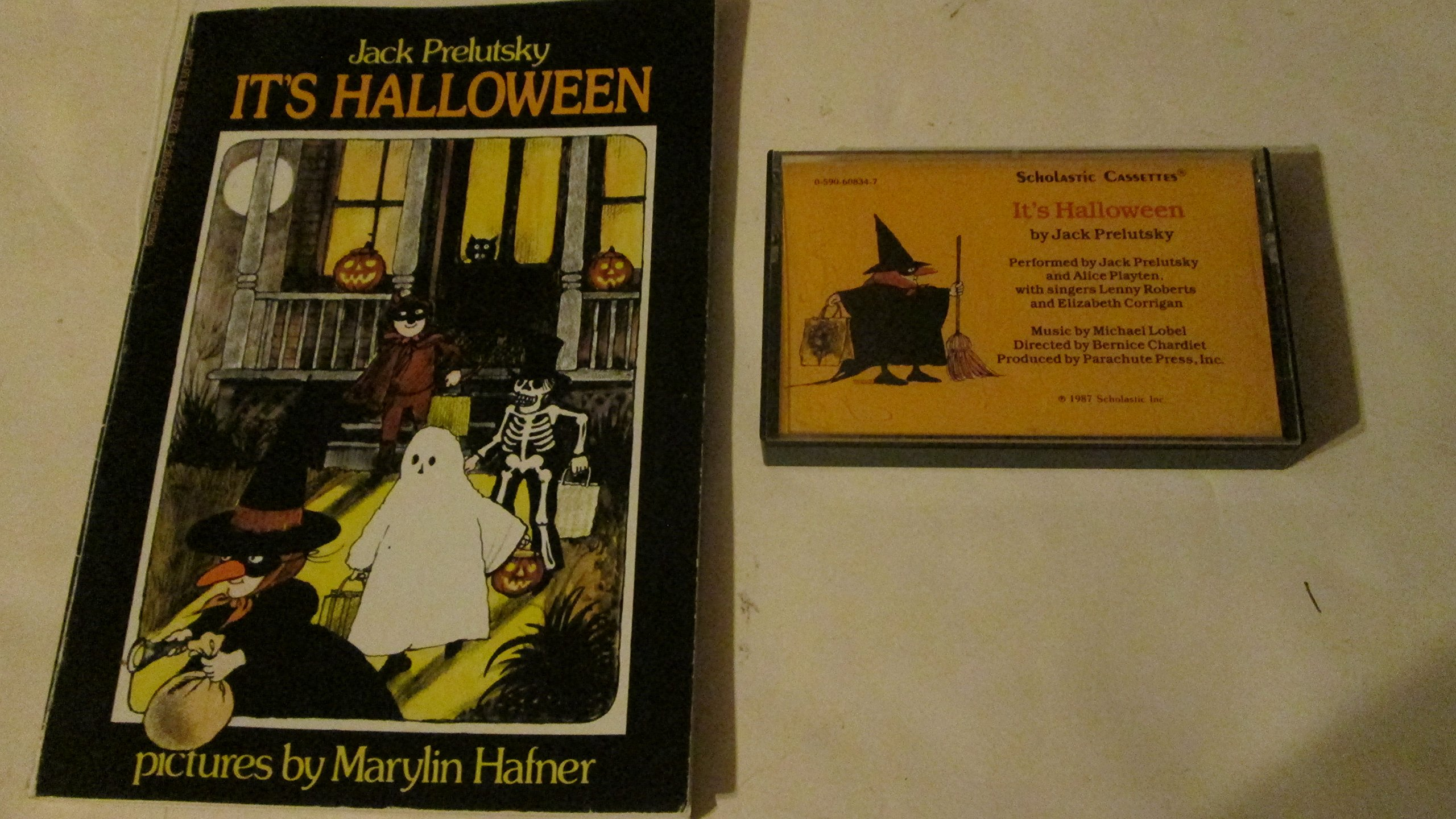 its halloweenbook and cassette 9780590631709 amazoncom books