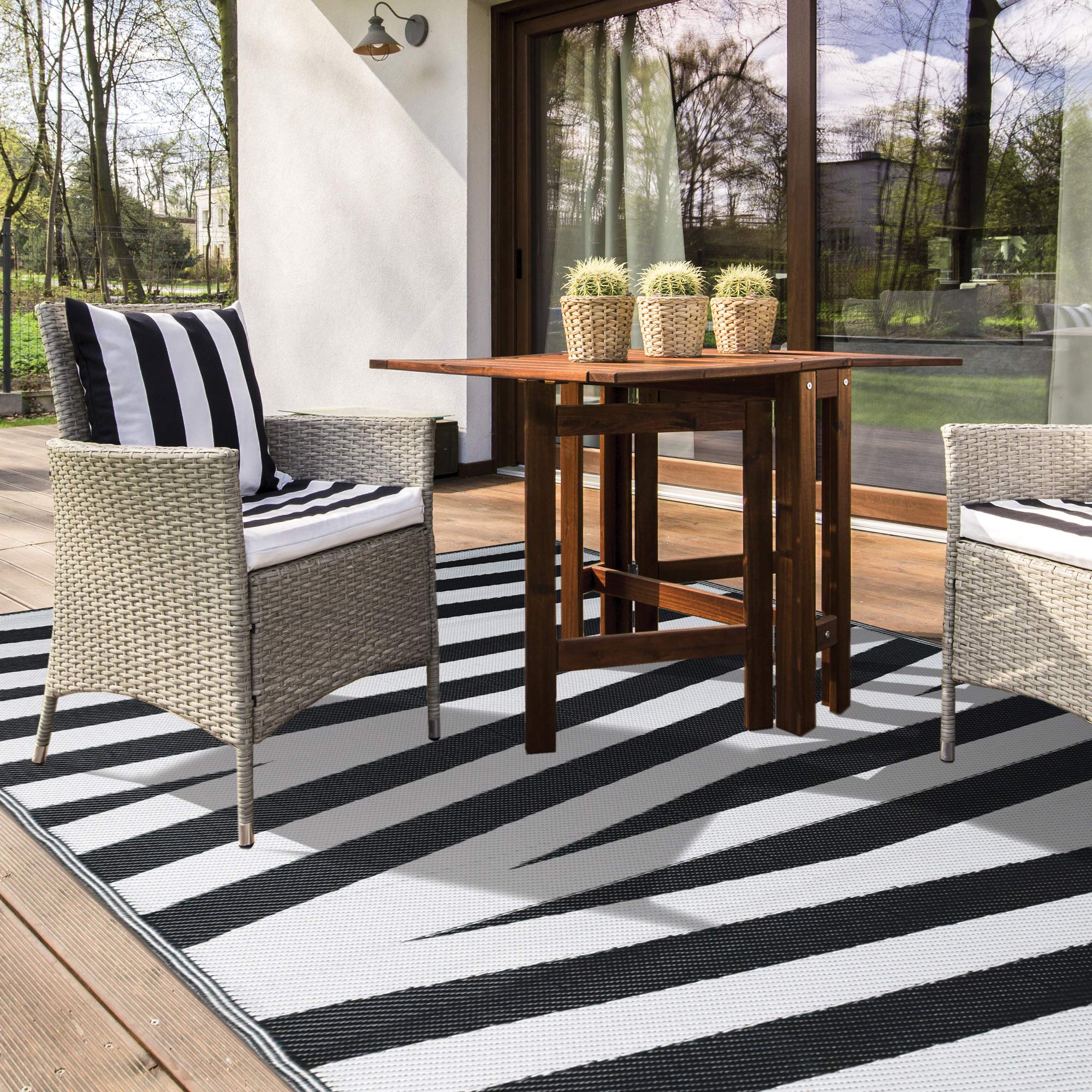 iCustomRug Inverso Outdoor Rug Collection, Reversible Plastic Area Rug 5' x 8' Will Not Fade for Patio, Balcony or Beach in Black and White