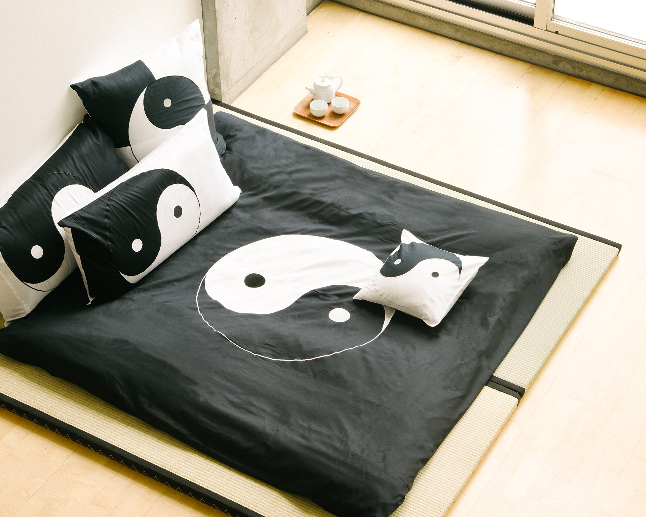 King sized black and white 3 piece Duvet Cover Set, coverlet comforter 106''x92'', 2 Pillows 20''x36''. Asian inspired fashionable decorative design with bold Ying Yang symbol graphic by Orient Sense