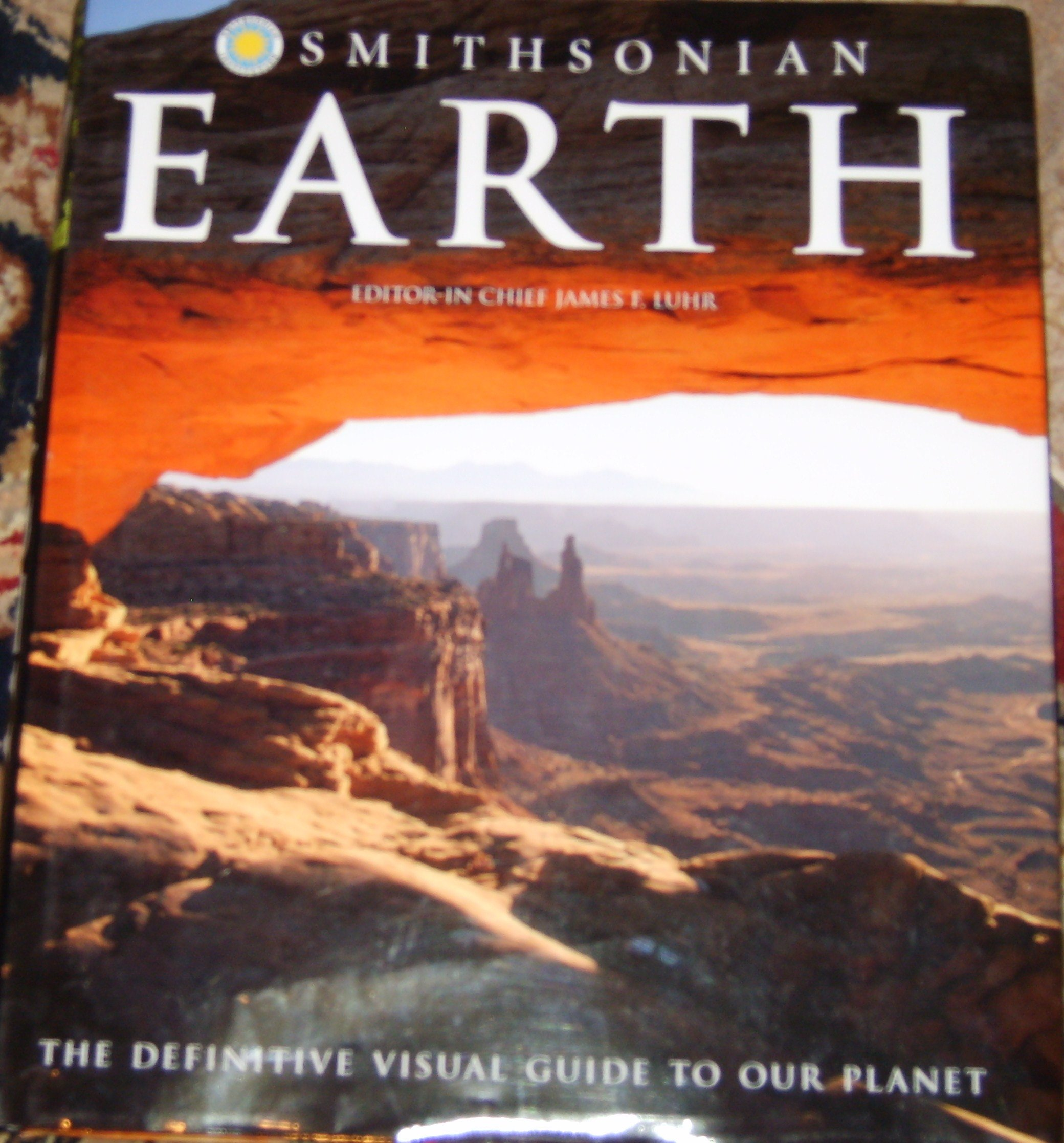 Smithsonian Institution Earth: James F. Luhr: 9780756661151: Amazon.com:  Books