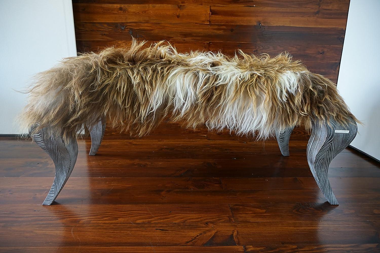 Exklusive Ottomane Bank mit Eichenholz Beine gepolstert mit Öko Naturfell Island Schaffell Extra lange weiße Wolle - Designermöbel von MILABERT (OB05164)
