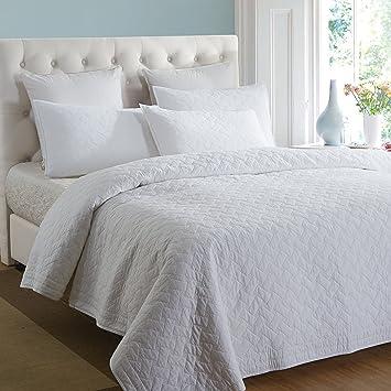Amazon.com: Aivedo Pure White 100% Cotton Matelasse Bedspread Set ... : matelasse quilt - Adamdwight.com