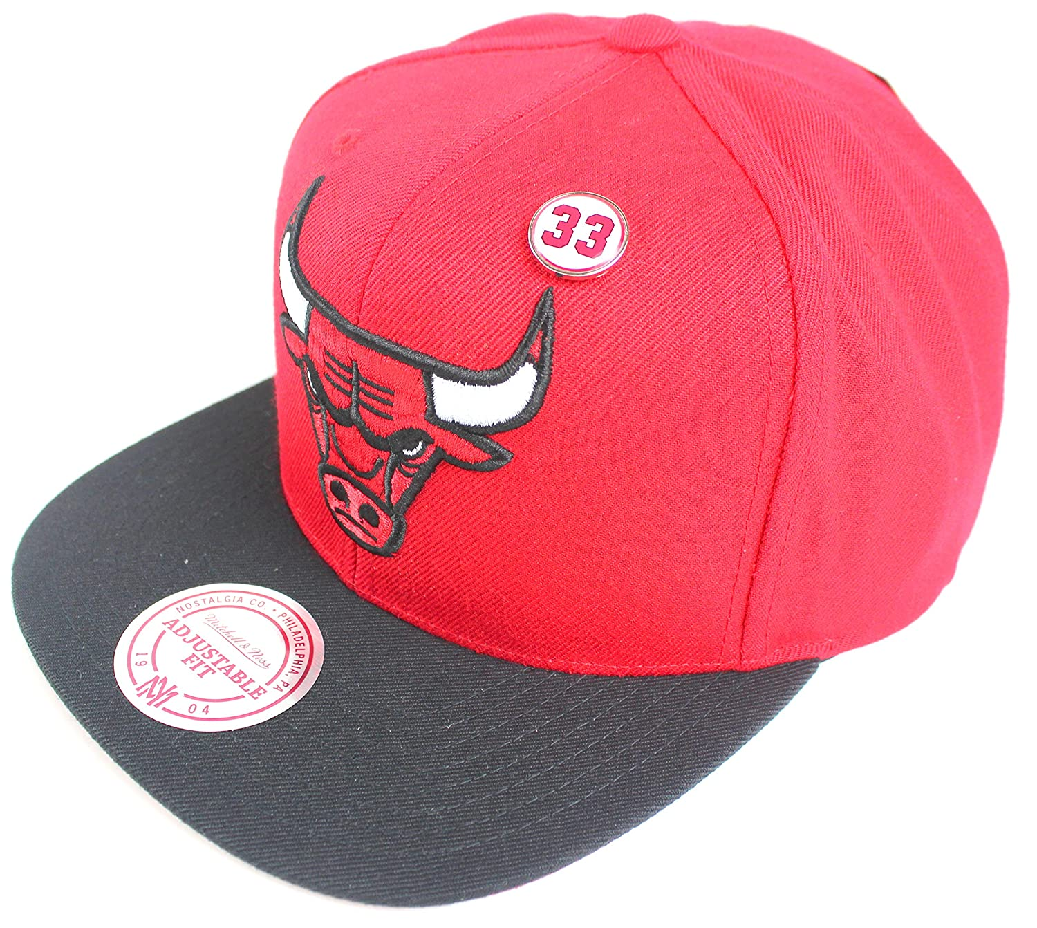 e045baeb423 Amazon.com   Mitchell   Ness Scottie Pippen Chicago Bulls  33 NBA Pin Snapback  Hat - Red Black   Sports   Outdoors