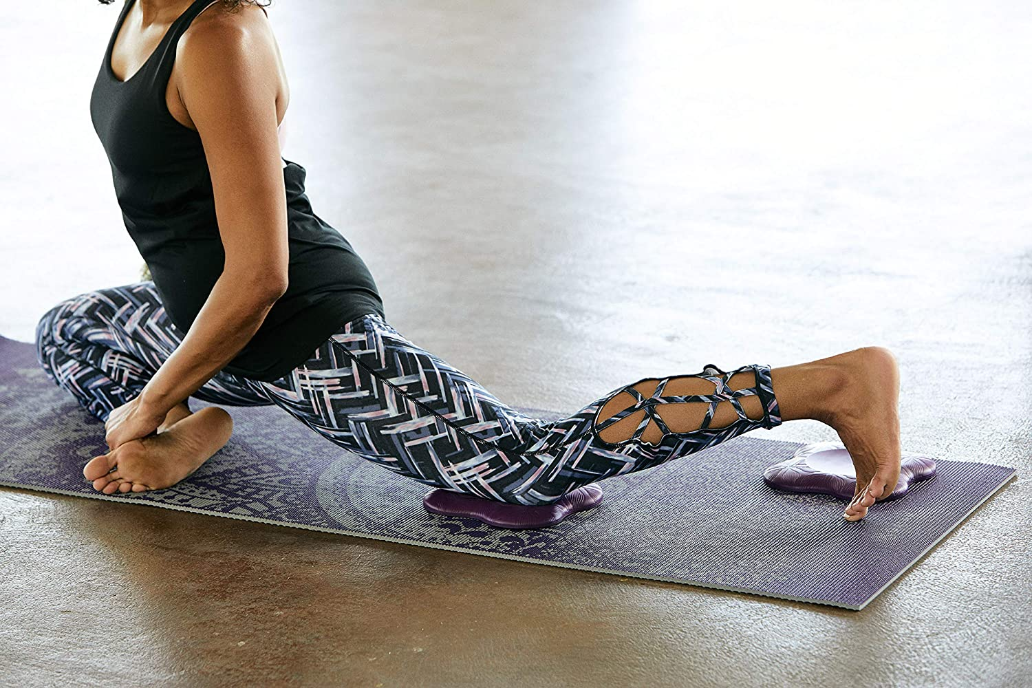 Amazon.com: Gaiam - Rodilleras de yoga (2 unidades): Sports ...