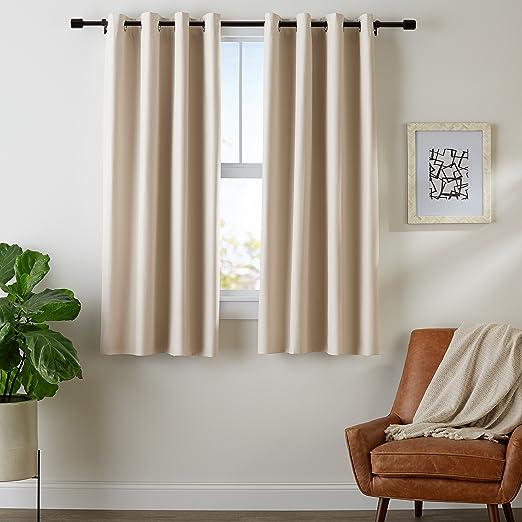 Amazon Basics - Juego de cortinas que no dejan pasar la luz, con ojales, 140 x 175 cm, Beige