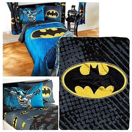 5128d11802 Amazon.com  DC Comics Batman Full Bedding Set - Reversible Comforter ...