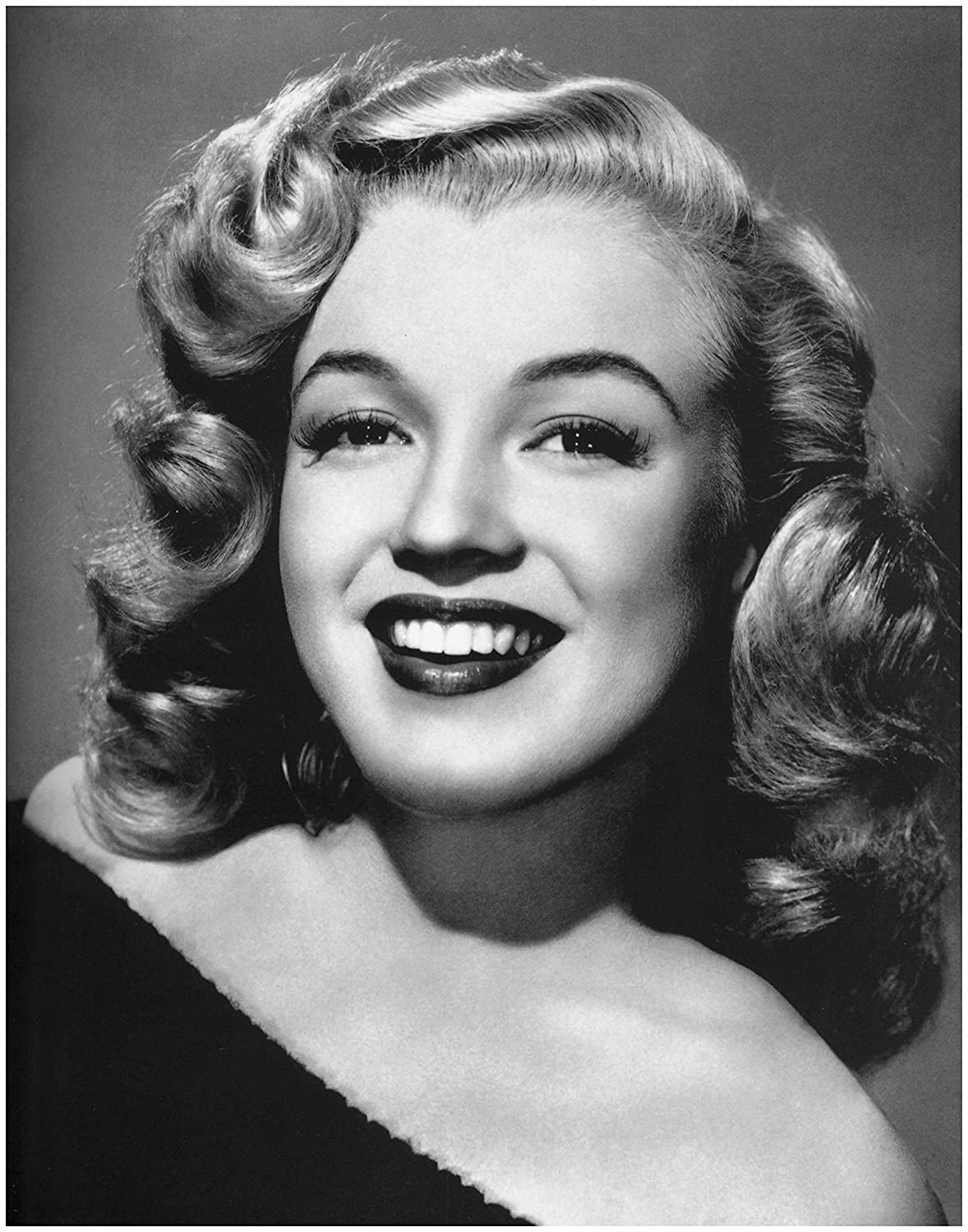 Amazon com artdash photo art print by famous marilyn monroe portrait black and white photograph 8x10 print posters prints