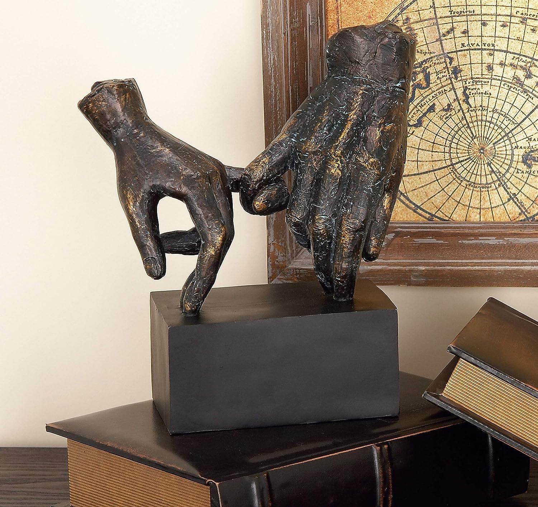 ejemplo de escultura de manos sujetos por el meñique