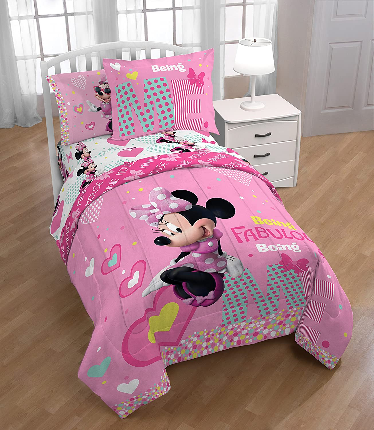 Amazon Com Minnie Mouse Full Comforter Sheets Sham 6 Piece Bed In A Bag Minnie Mouse Hand Towel Home Kitchen