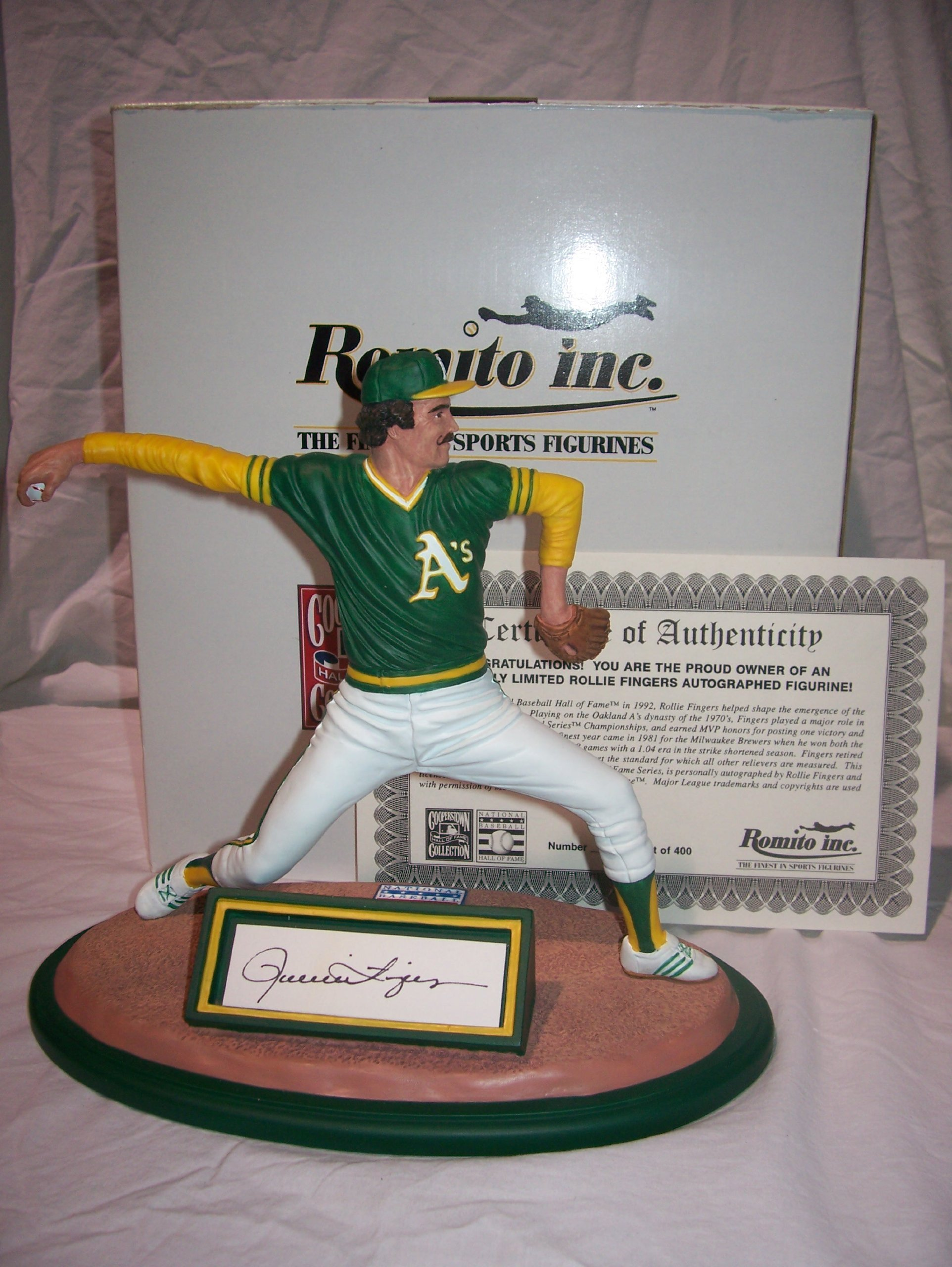 Rollie Fingers Autographed Romito Figurine