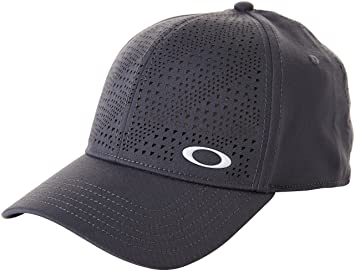 detailed look cfe97 b94e9 Oakley Men s Tech Perf Hat, Graphite, Small Medium
