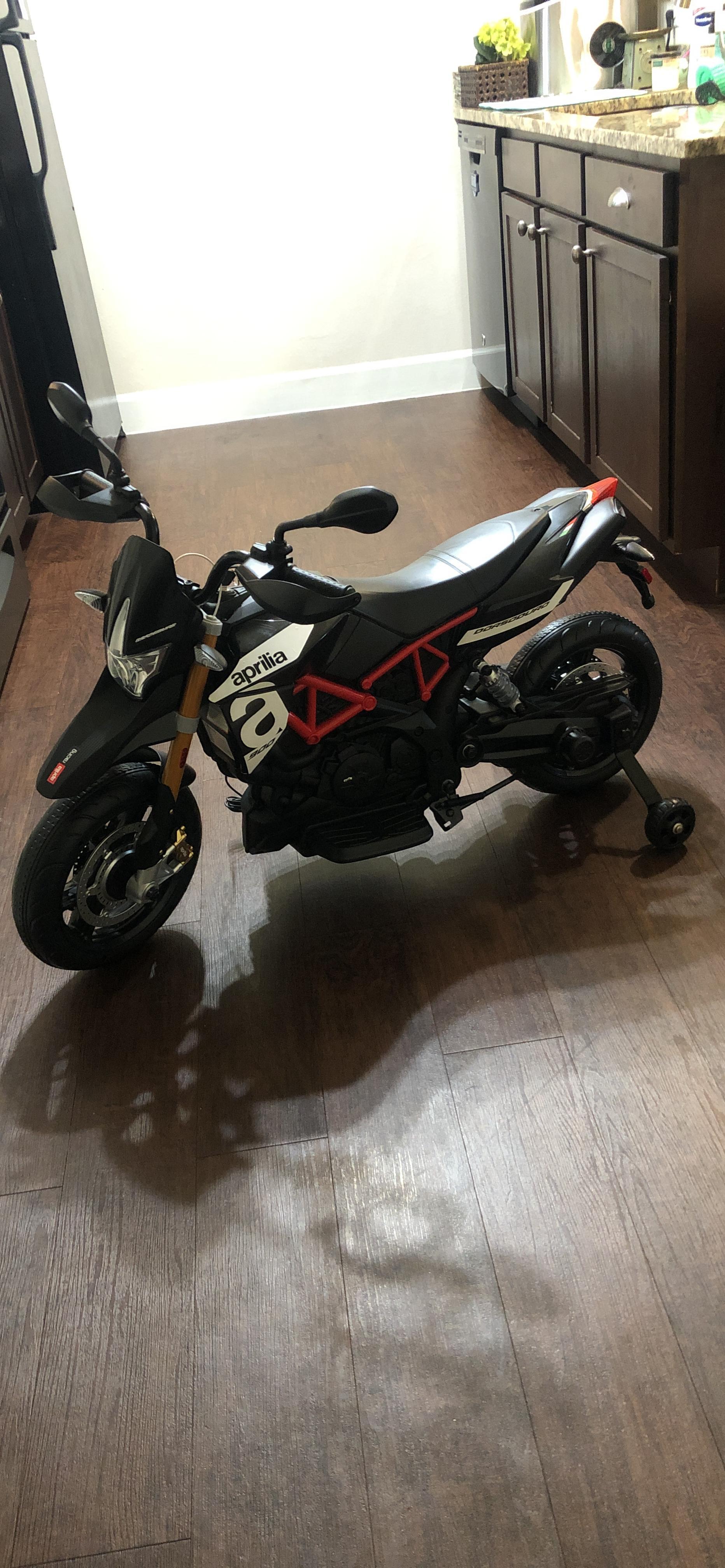 Aprilia Licensed 12V Kids Toy Motorcycle, Black photo review