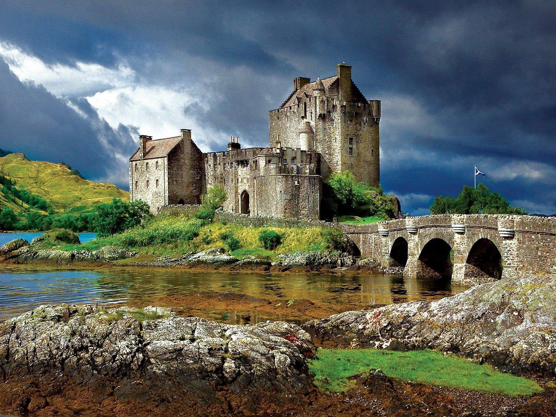 Buffalo Games - Majestic Castles - Eilean Donan - 750 Piece Jigsaw Puzzle