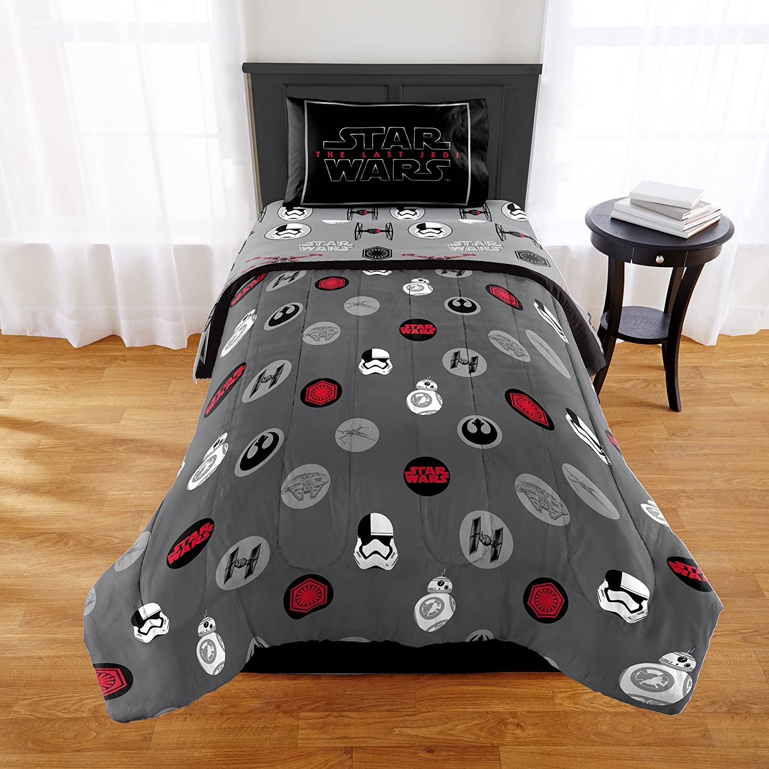 Star Wars Episode 8 Kids Twin/Full Comforter with Sham