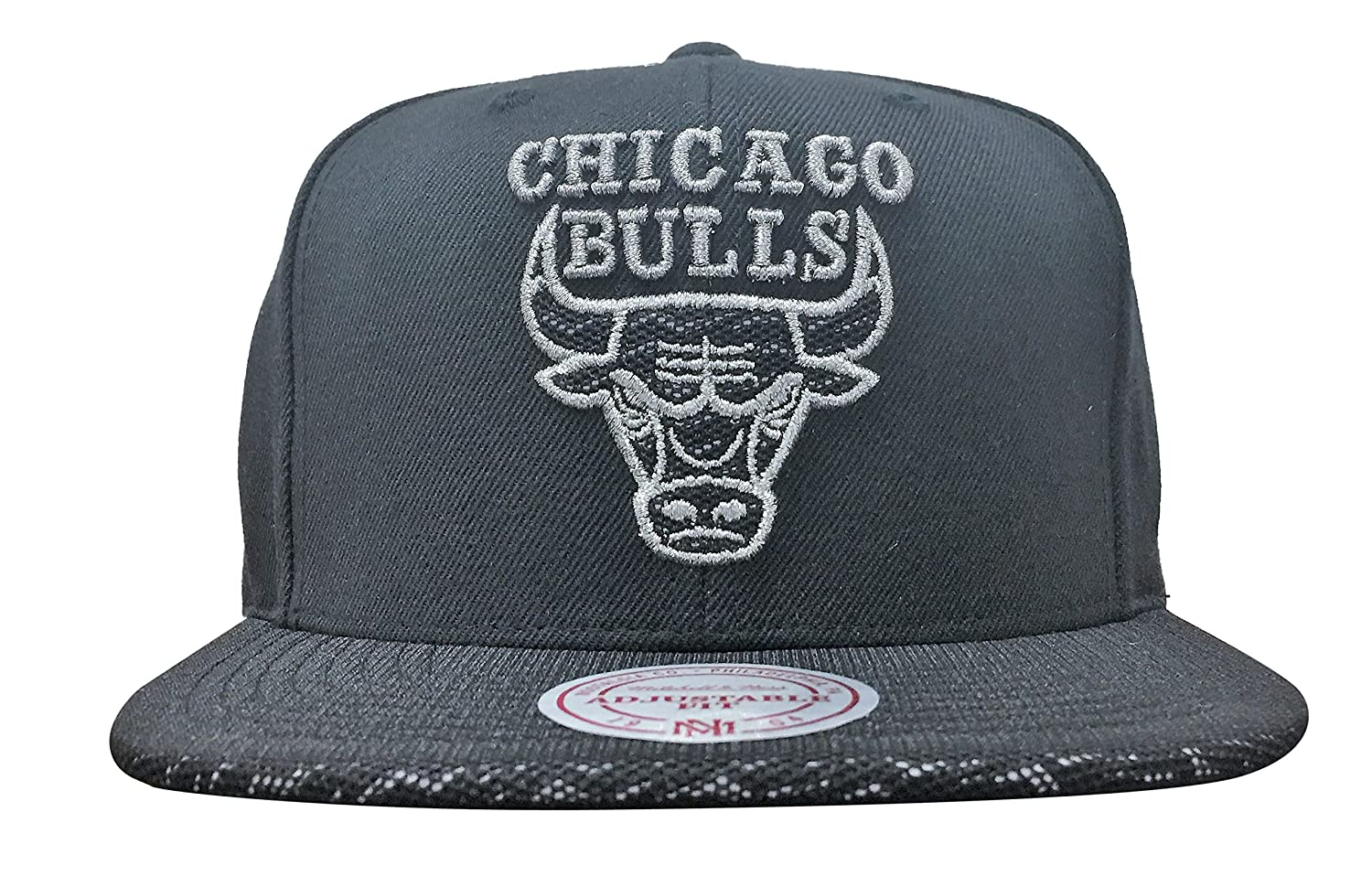 official photos 89fd8 e8c49 Mitchell   Ness Chicago Bulls 3M Mesh 2.0 Snapback Black Silver at Amazon  Men s Clothing store
