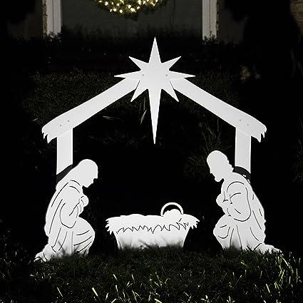 scene Outdoor nativity