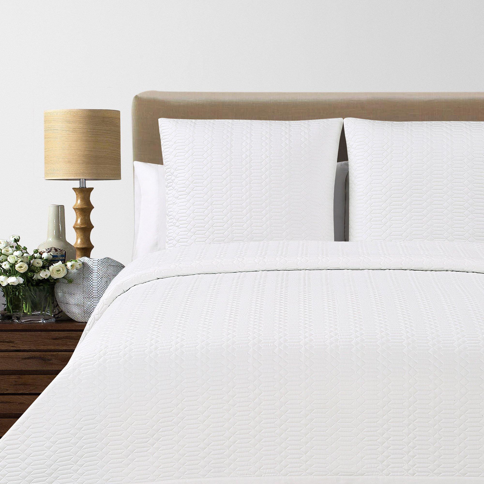 Echelon Home Laguna Quilted Cotton Blanket, Queen, White