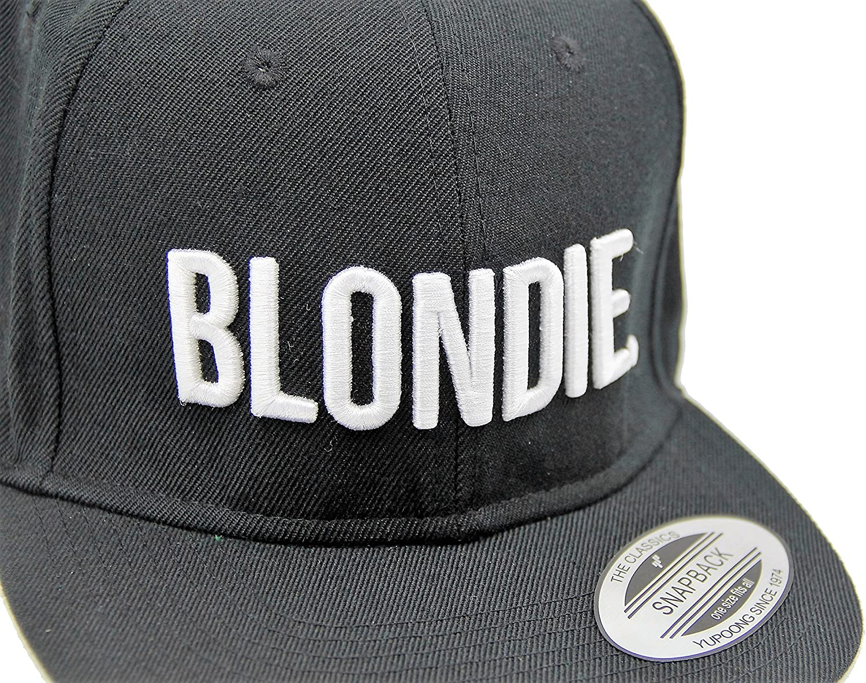 Par de gorras con visera, diseño de logotipos bordados
