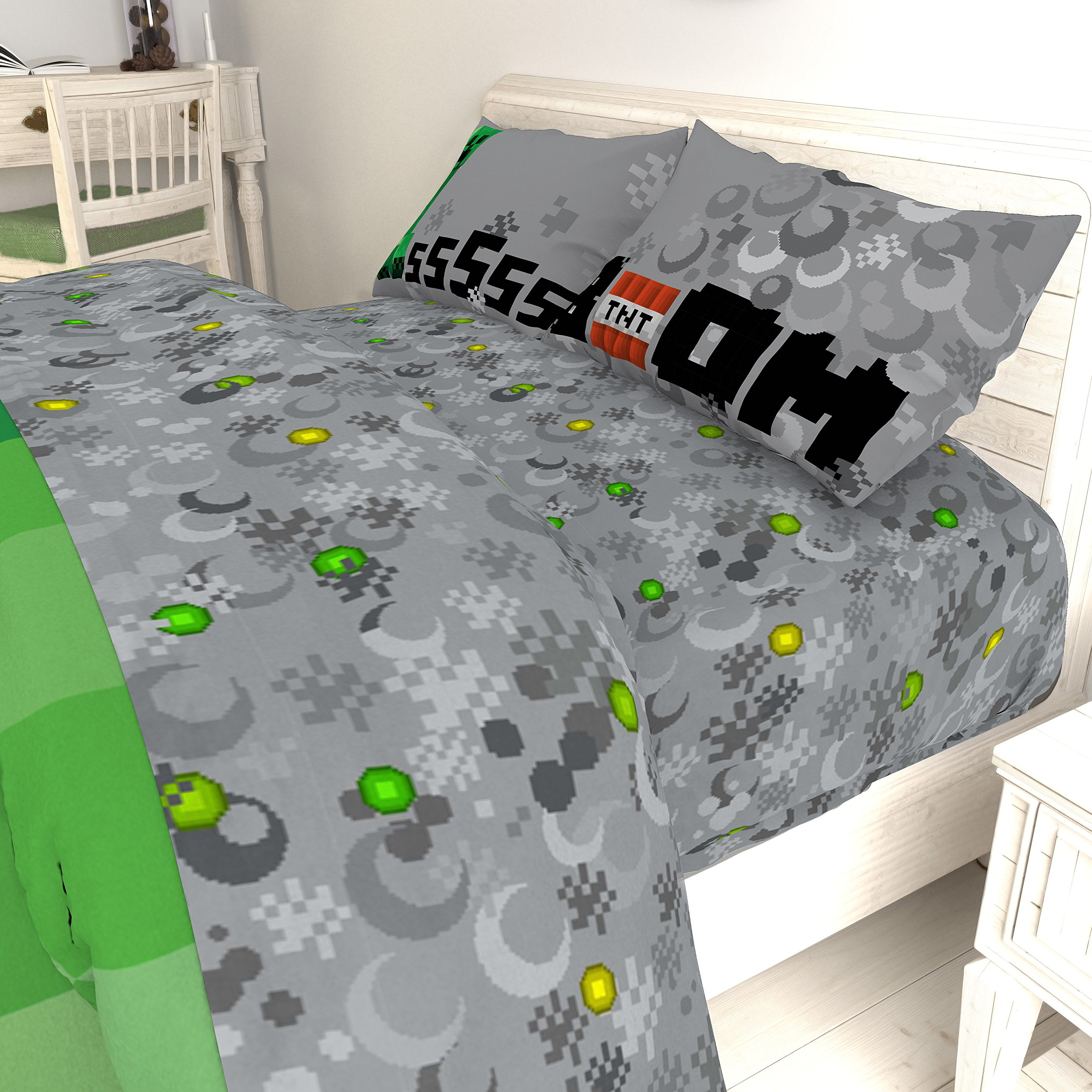 Jay Franco Minecraft Creeper 5 Piece Full Bed Set - Includes Reversible Comforter & Sheet Set - Super Soft Fade Resistant Microfiber - (Official Minecraft Product) by Jay Franco (Image #5)