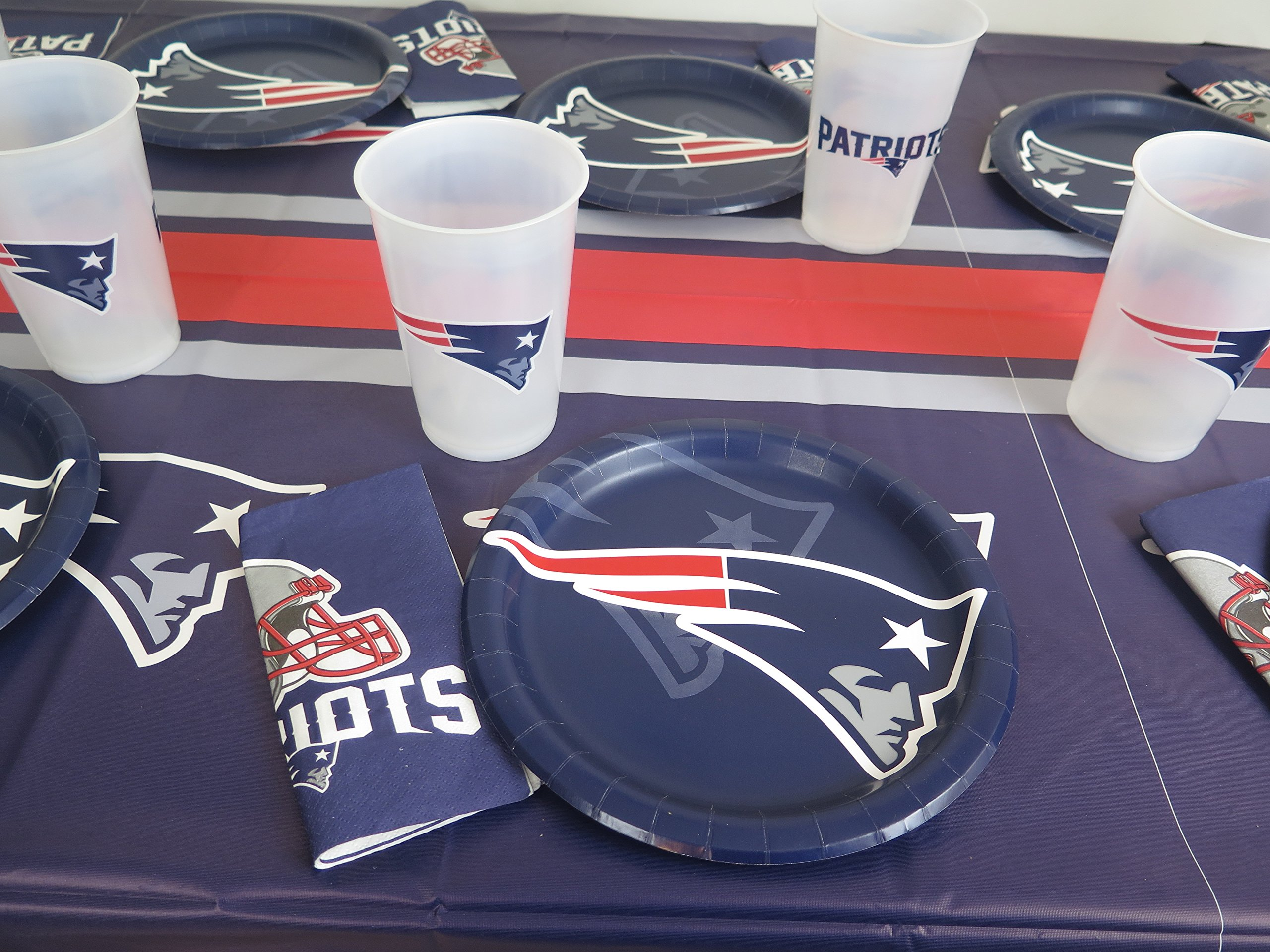 New England Patriots SUPER BOWL PARTY 49 piece playoffs party set, Tablecloth, 16 jumbo plastic cup, 16 plates and 16 napkins .s