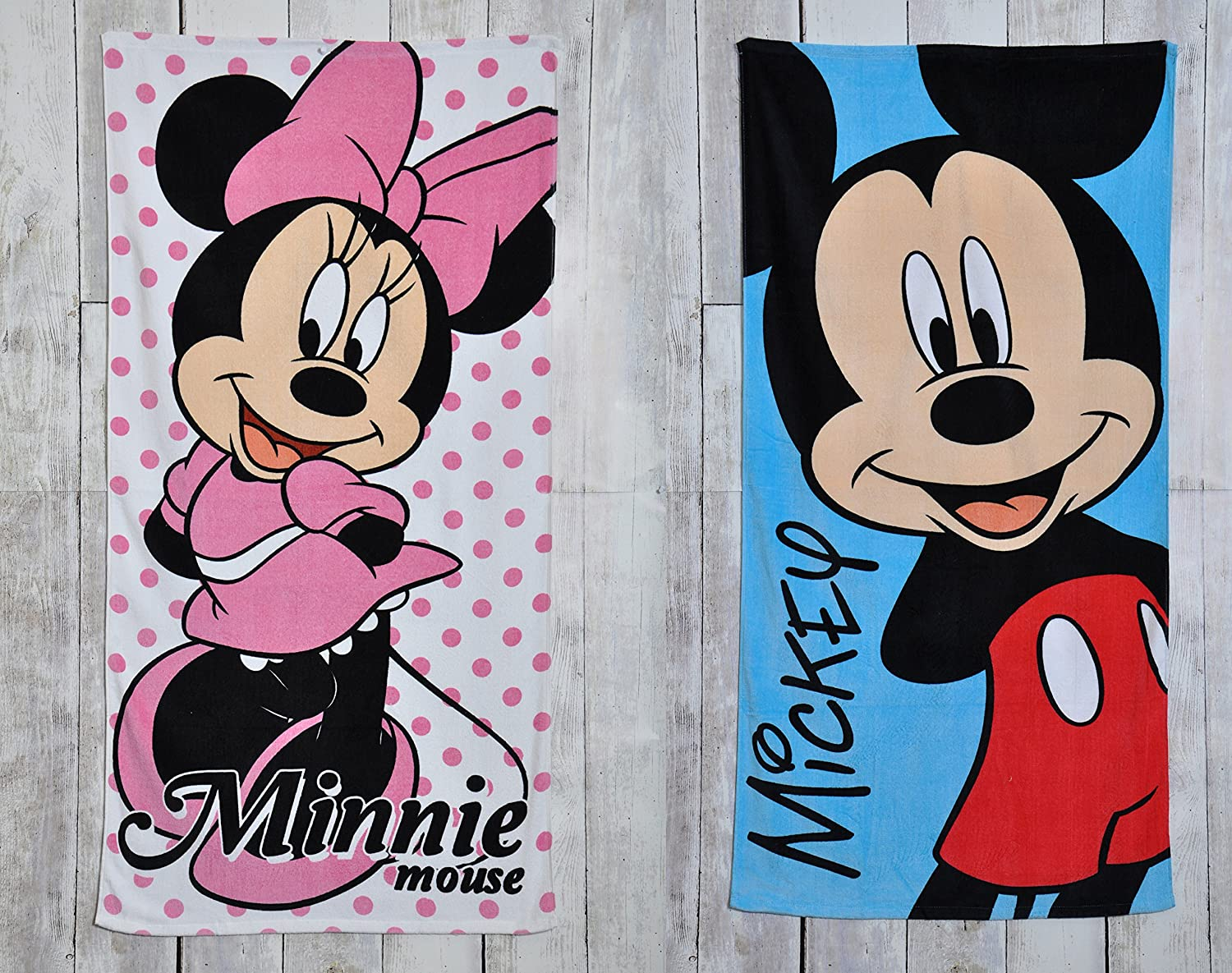 Lancashire Textiles Character World Official Disney Minnie Mouse Girl Beach/Bath Towel 70cm x 140cm
