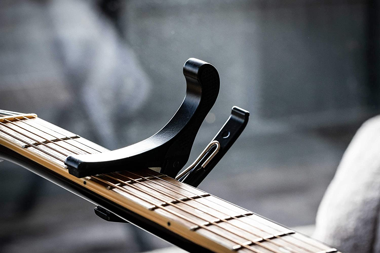 Dellwing Capodastro - Capo de primera calidad para guitarra - guitarra acústica, guitarra clásica, guitarra de concierto - Negro - Cejilla - Capotraste: ...