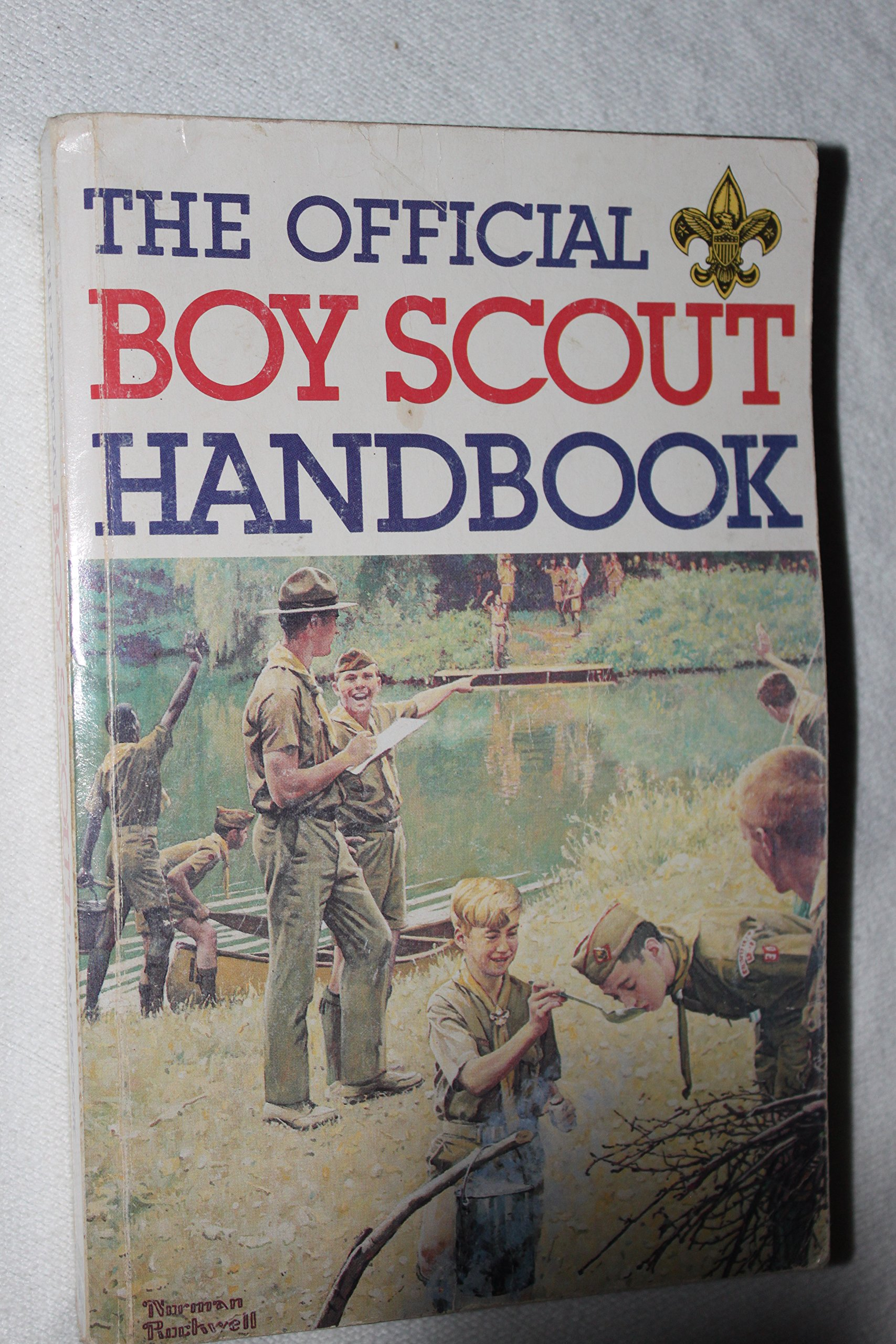 Official boy scout handbook william hillcourt norman rockwell official boy scout handbook william hillcourt norman rockwell 9780839532279 amazon books fandeluxe