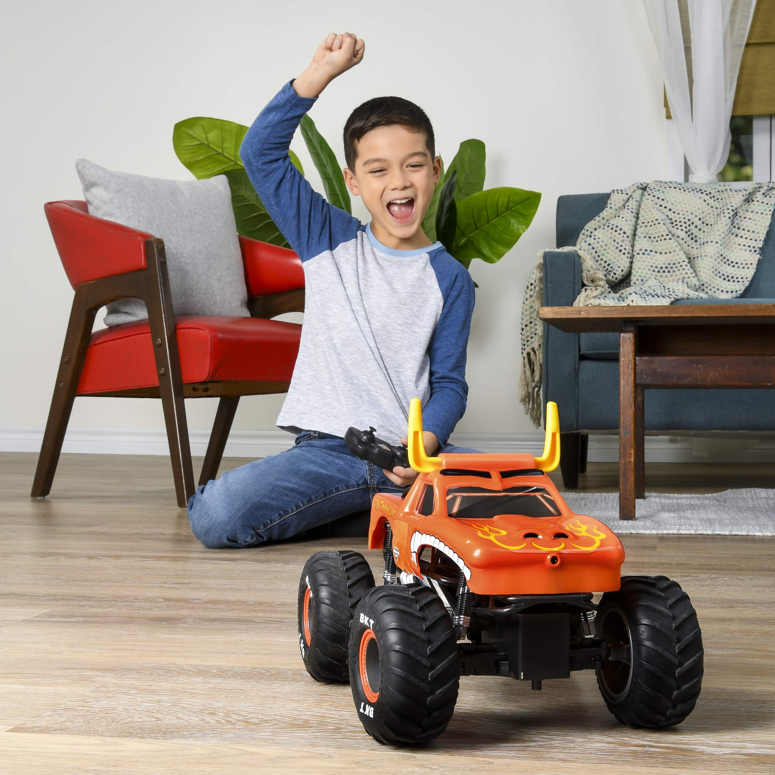 Monster Jam Official El Toro Loco Remote Control Monster Truck, 1:15 Scale, 2.4 GHz by Monster Jam (Image #3)