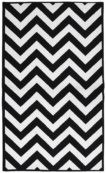 amazon com garland rug chevron area rug 5 by 7 feet large black rh amazon com