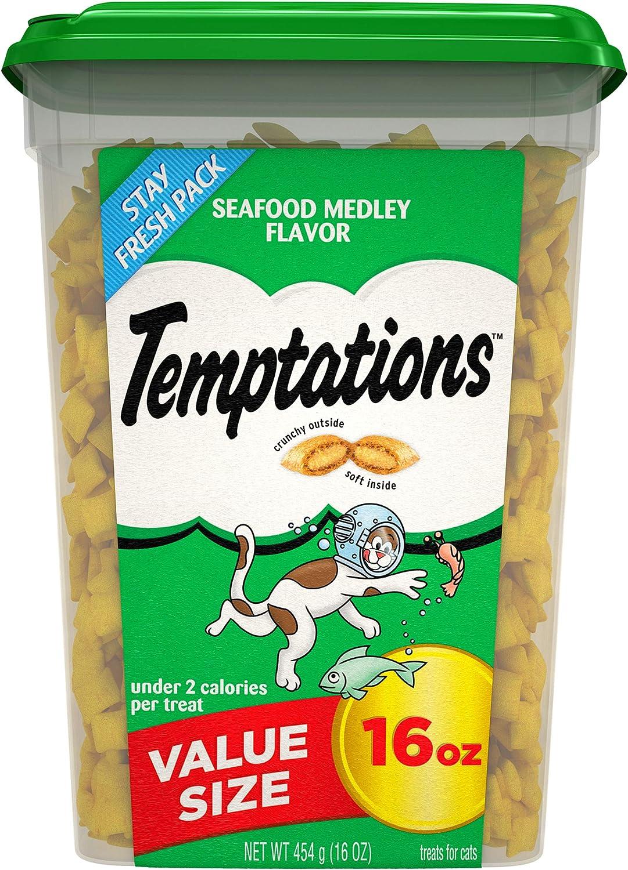 TEMPTATIONS Classic Crunchy and Soft Cat Treats Seafood Medley Flavor, 16 oz. Tub
