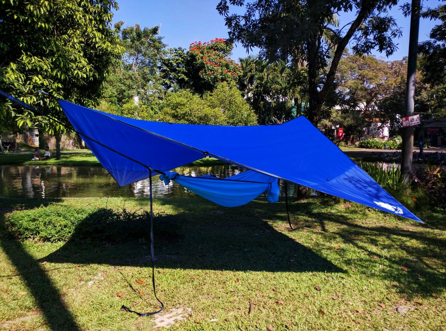 amazon     chill gorilla 12 u0027 hammock rain fly tent tarp waterproof camping shelter  essential survival gear  stakes included  lightweight  easy to setup  amazon     chill gorilla 12 u0027 hammock rain fly tent tarp      rh   amazon