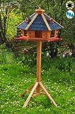 ÖLBAUM Premium Vogelhaus, groß, XXL mit Anflugbrett/Landebahn, Massivholz,wetterfest, mit Silo/Futtersilo für Winterfütterung,Gartendeko aus Holz blau mit Ständer Blaue BGA60blMS, Futterhaus