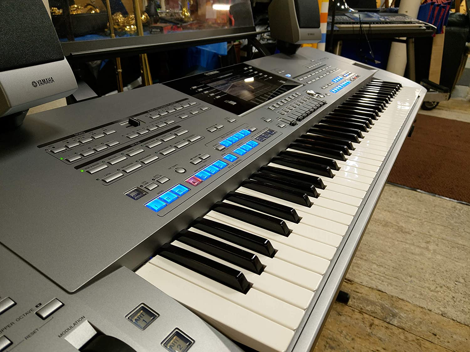 Yamaha Tyros 5 76 Note Keyboard Arranger Workstation - The