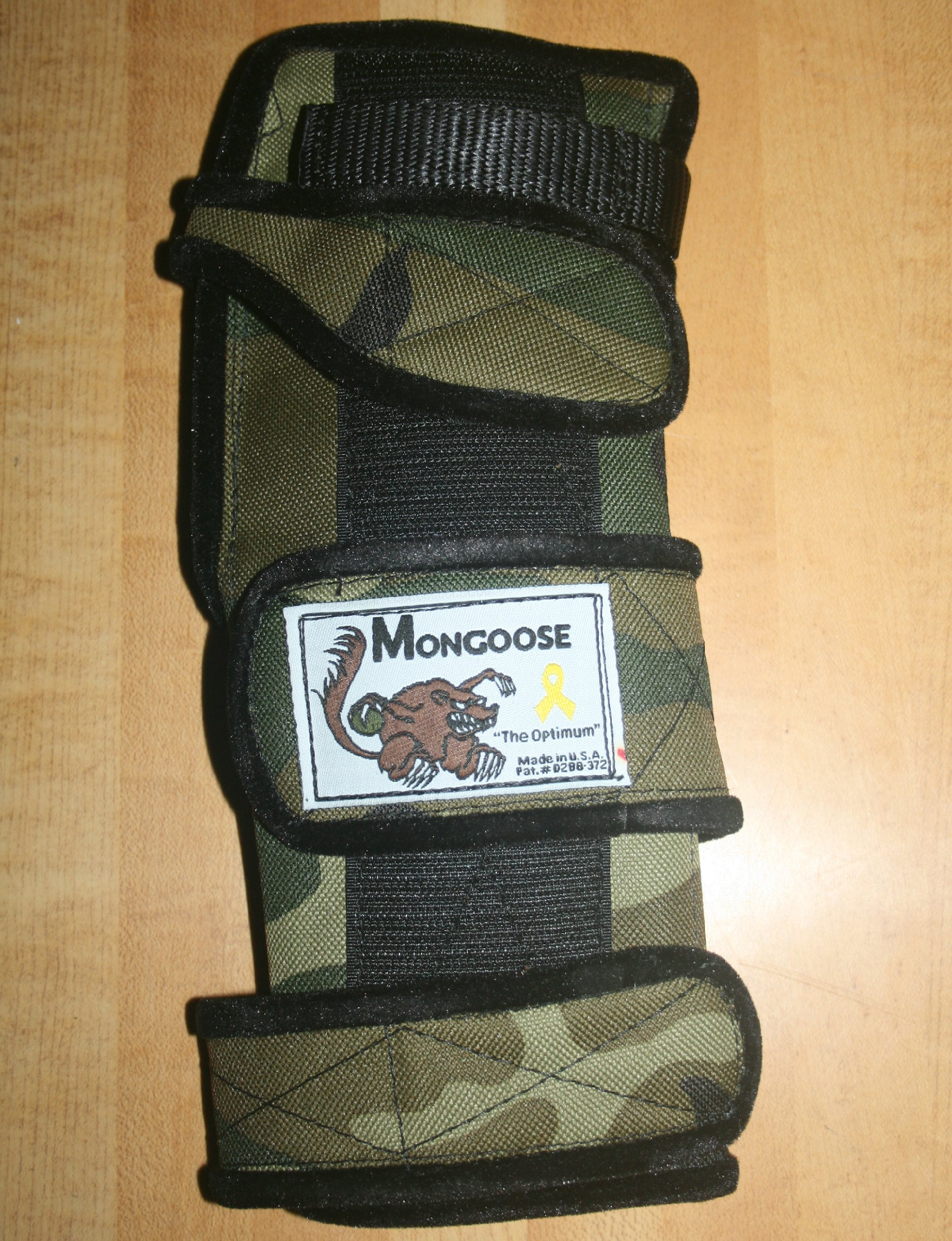 Mongoose ''Optimum bowling Wrist Support Left hand, Small, Camo by Mongoose