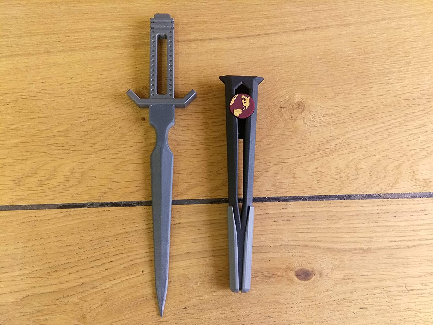 Terran Empire Dagger Star Trek Discovery Cosplay 3d printed acrilic painted varnished