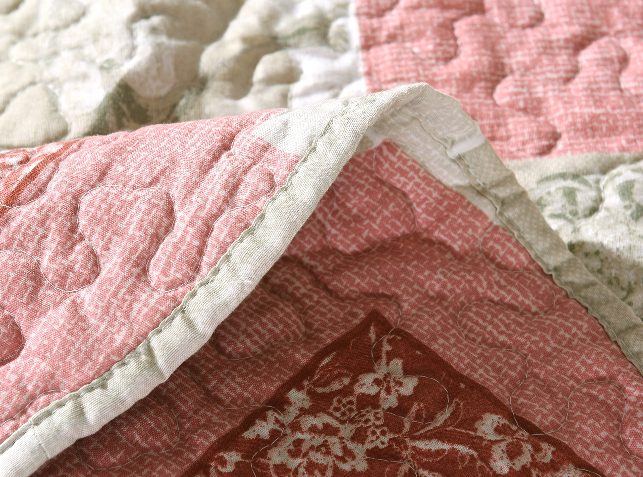 Tache Home Fashion Dainty Sweetheart Cottage Patchwork Quilted Coverlet Bedspread Set - Bright Vibrant Scalloped Multi Colorful White Red Pink Floral Print - King - 3-Pieces