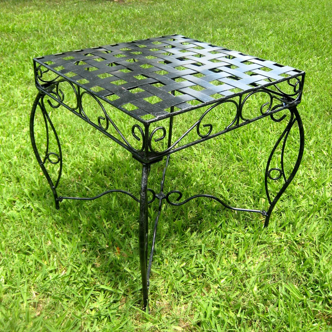 Iron Side Table – Lattice Black Pewter 22 H x 20 W x 20 D