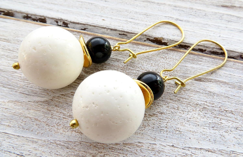 Pendientes de coral blanco y onix negro, pendientes largos, pendientes colgantes, joyas de piedras semi preciosas, joyas para mujer