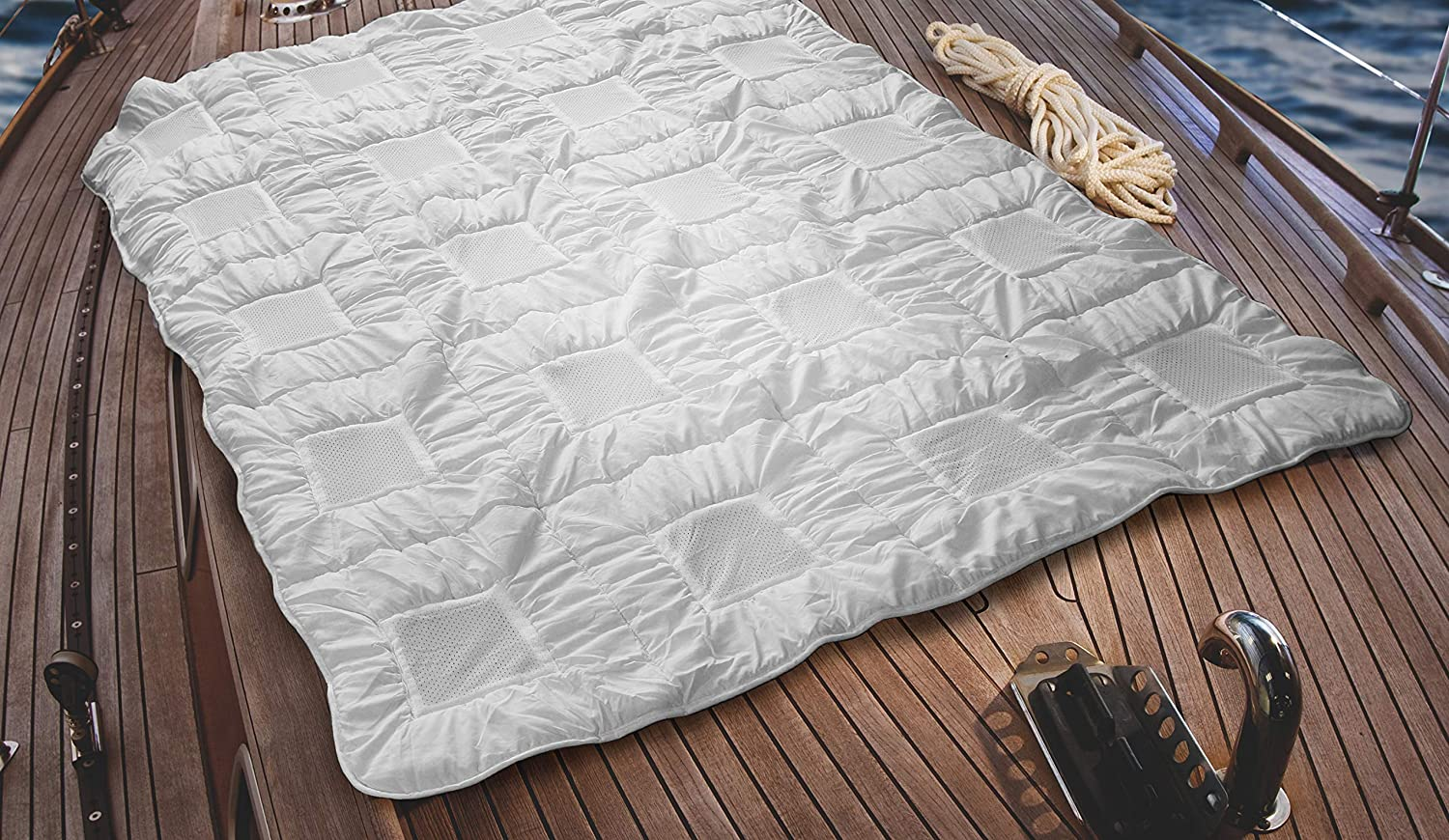 Climabalance Hypoallergenic Lightweight Down Alternative Comforter | Patented Breathable Design | Improves Deep Sleep Phases up to 50% | Sensofill Virgin Polyester | California King 110x96