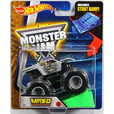 Hot Wheels Monster Jam 1:64 Scale - Max-D Maximum Destruction with Stunt Ramp #23: Toys & Games