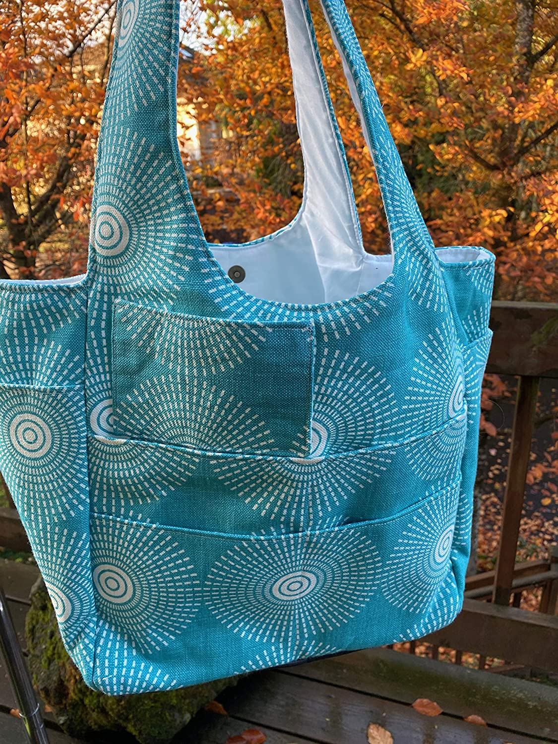 Knitted tote in turquoise